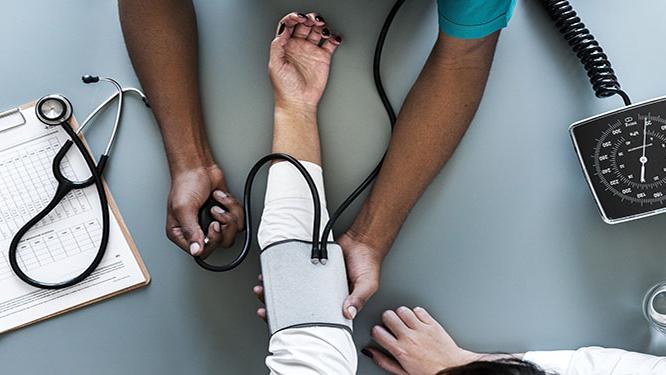 Arbeitszeit und Arztbesuch c pixabay